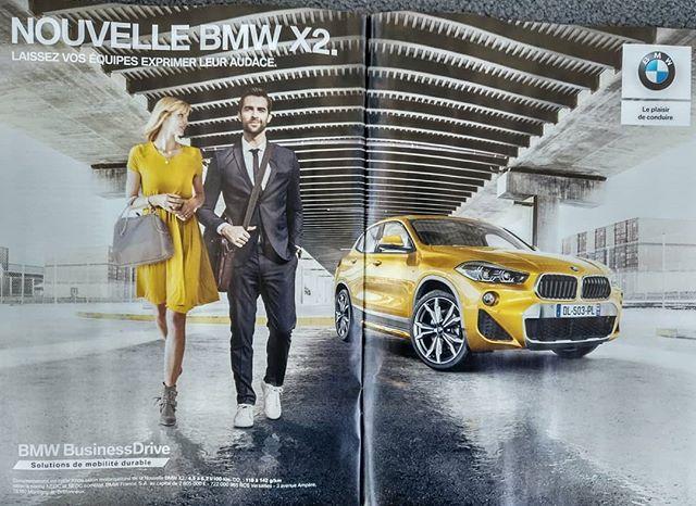 À droite : BMW de série, à gauche : full option ! ???....#automotive #auto #ad #advertisement #commercial #jaune #garage #parking #carspotting