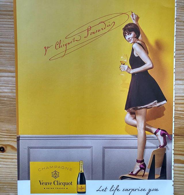 Le verre de trop ????........#VuALaPub #sketch #graffitiporn #highheelshoes #highheels #demoiselle #girl #fashion #luxury #food #gourmet #celebration #igersparis #igersfrance #featuremeinstagood #woman #ootd #splendid_shotz #chair #dance #wedding #ceremony #fiesta