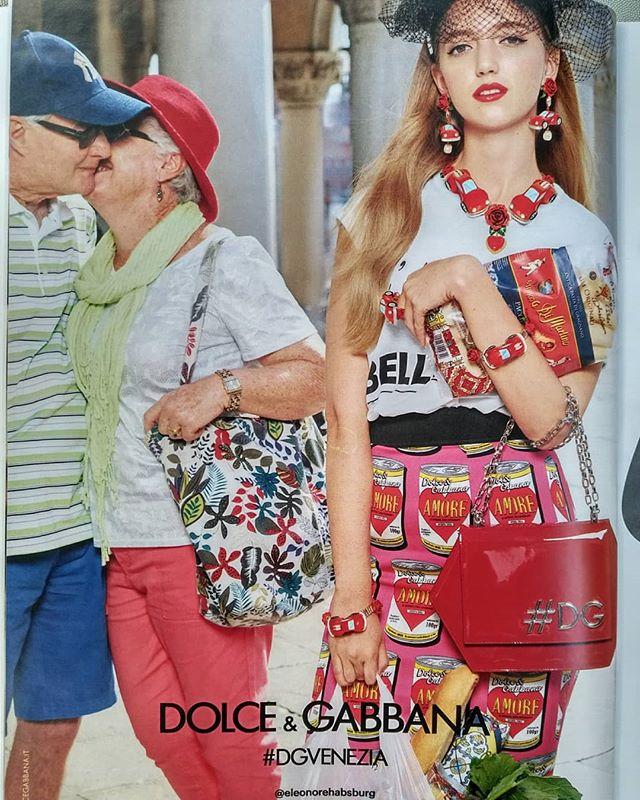 En attendant, c'est la vieille qui emballe le plus .......#VuALaPub #DG #DGSS18 #dolcegabbana #DGVENEZIA #dgqueenof️ #dgcampaign #dgmillenials #realpeople #dolceandgabbana #grandparents #publicité #publicite #mode #moda #summer #redbag #couples #amor #igersparis #igersfrance #splendid_shotz #featuremeinstagood #doyoutravel #places_wow