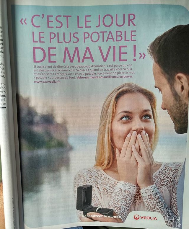 De l'eau potable, un mec potable, un mariage potable... Bref, une vie moyenne ! 😐🙄..........#VuALaPub #publicite #publicité #veolia #eau #water #su #places_wow #beautifuldestinations #weddingday #bride #ocean #oceanside #view #ohmygod #unbelievable #fake #fakelove #boring #potable #eaupotable #cheers #vivelesmariés #oui #si #yes #shesaidyes #romantic #romantisme #romantismo