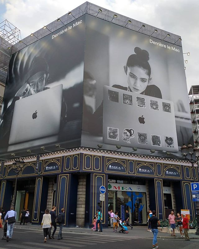 « Derrière le Mac », l'esclavagisme moderne ............#publicité #publicite #mac #apple #macbook #macbookpro #laptop #computer #advert #advertisement #applestore #appleaddict #addict #addicted #applefan #VuALaPub #fashion #creator #artist #hipster #freelance #blackandwhitephotography #blackandwhitephoto #bw #nb #noiretblanc #oldschool #boredom #creation #busyday