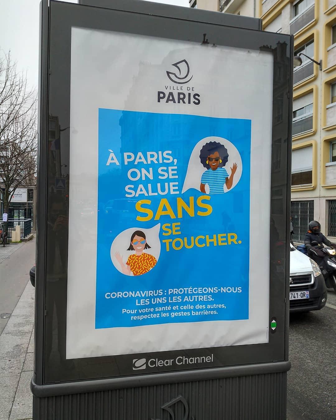 À Paris, c'est plutôt on se touche sans se saluer